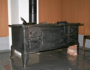 Vedkomfyr fra Drammens jernstøperi, produsert etter 1910.