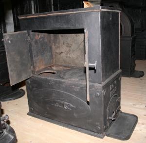 Tidlig kokeovn, Bærums verk 1829. Disse ble enten satt på trekrakk eller direkte i grua.